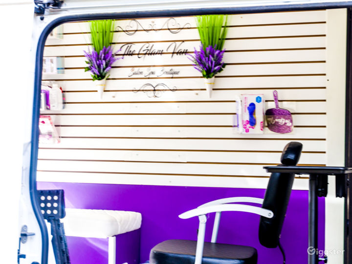 Mobile Pop-Up Shop or Salon Photo 5