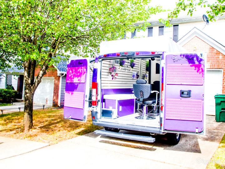 Mobile Pop-Up Shop or Salon Photo 2