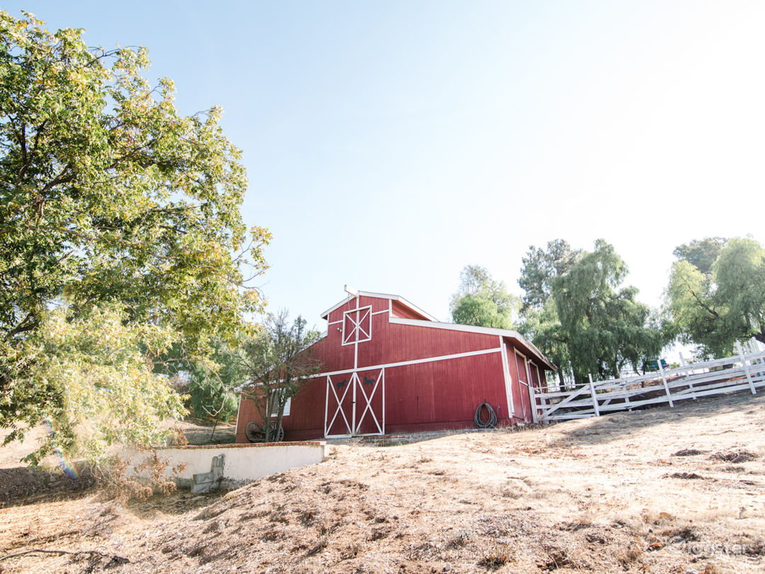 3 acre hilltop ranch home, barn, pool, tennis ++++ Photo 2