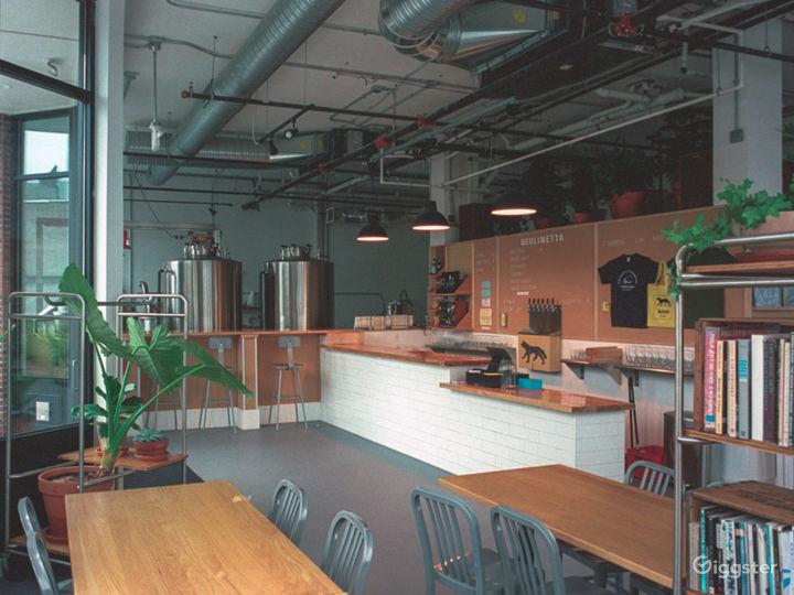 Large, modern sunlight-filled bar/resto space  Photo 2