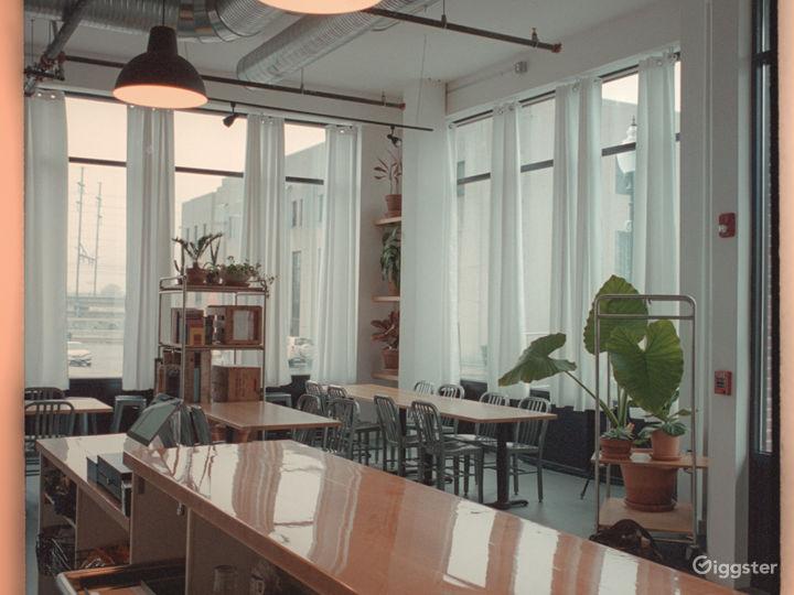Large, modern sunlight-filled bar/resto space  Photo 5