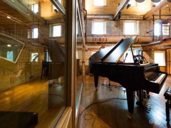 Digital Room for Recording Photo 5