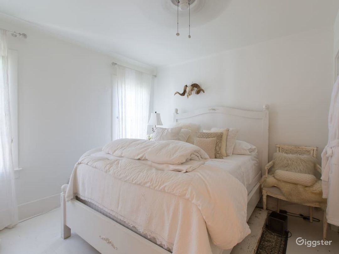Magical white cottage Photo 1