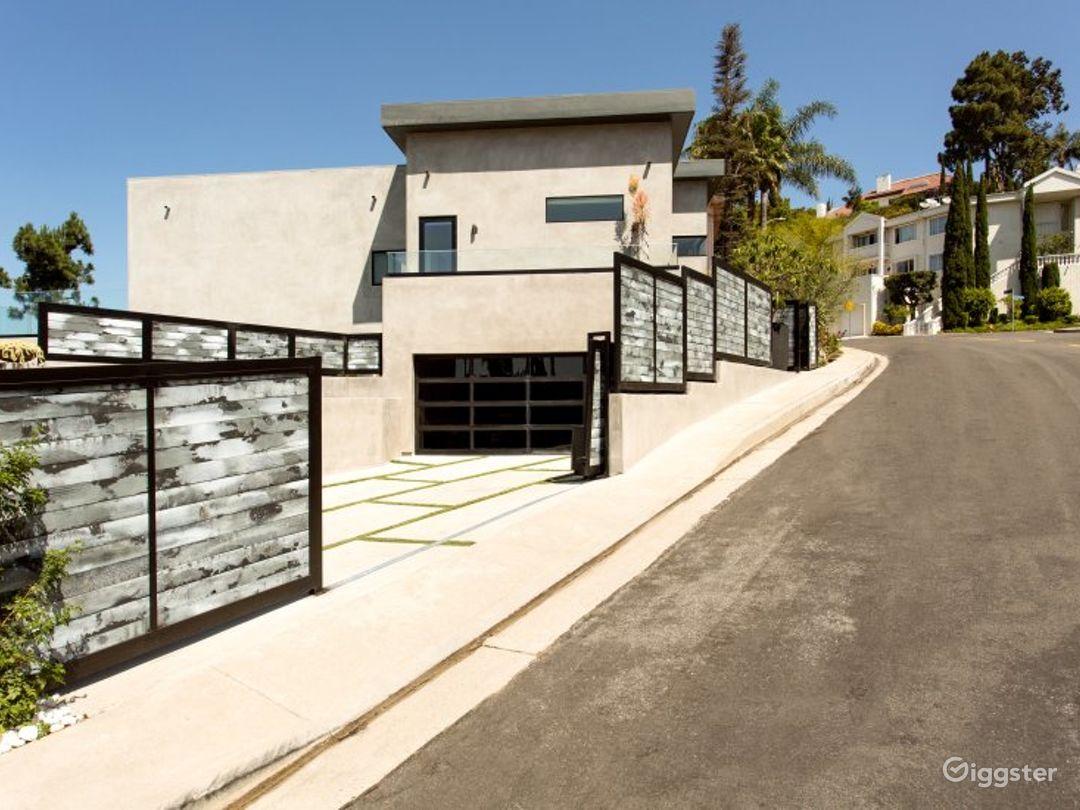 Modern Hollywood Estate Photo 5