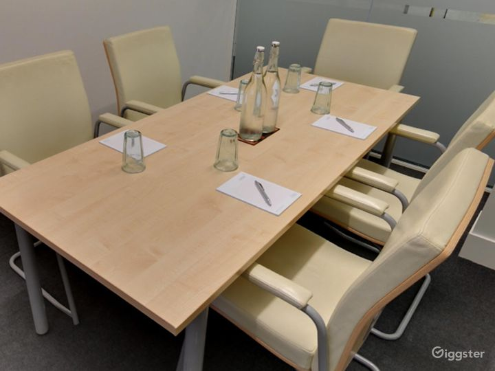 Small Breeze Meeting Room in London Photo 5