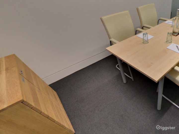 Small Breeze Meeting Room in London Photo 2