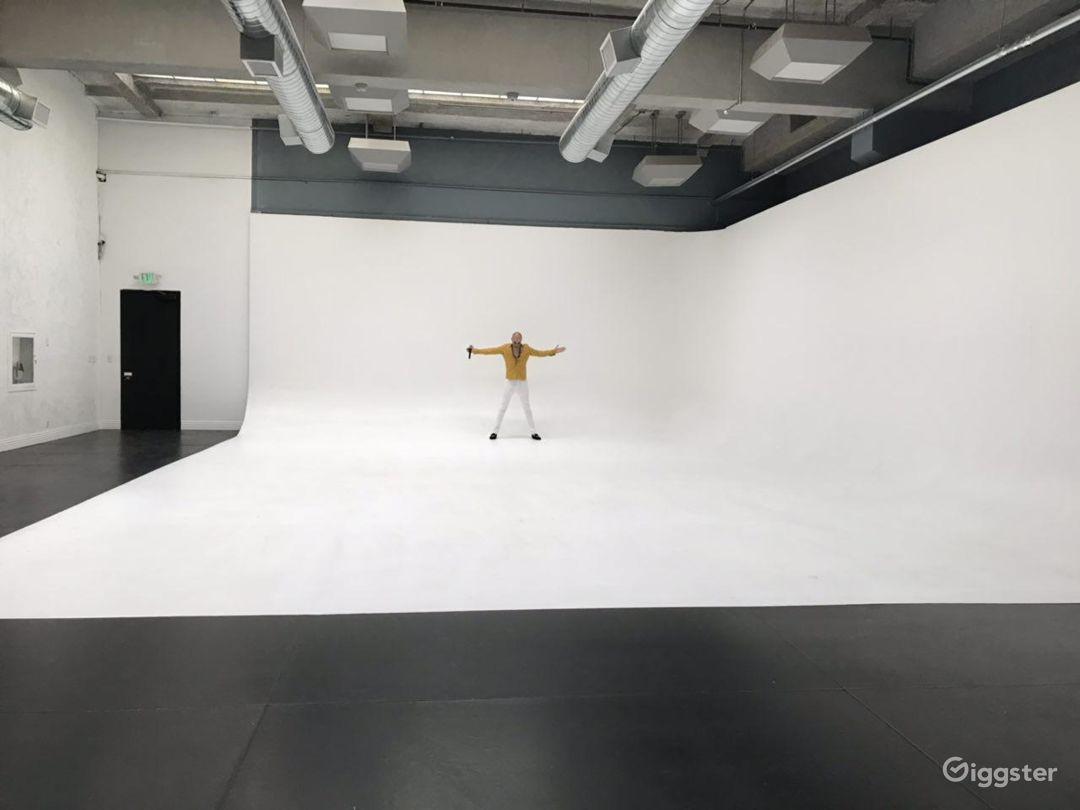 5000 sf speciouse large film, video & photo studio Photo 2