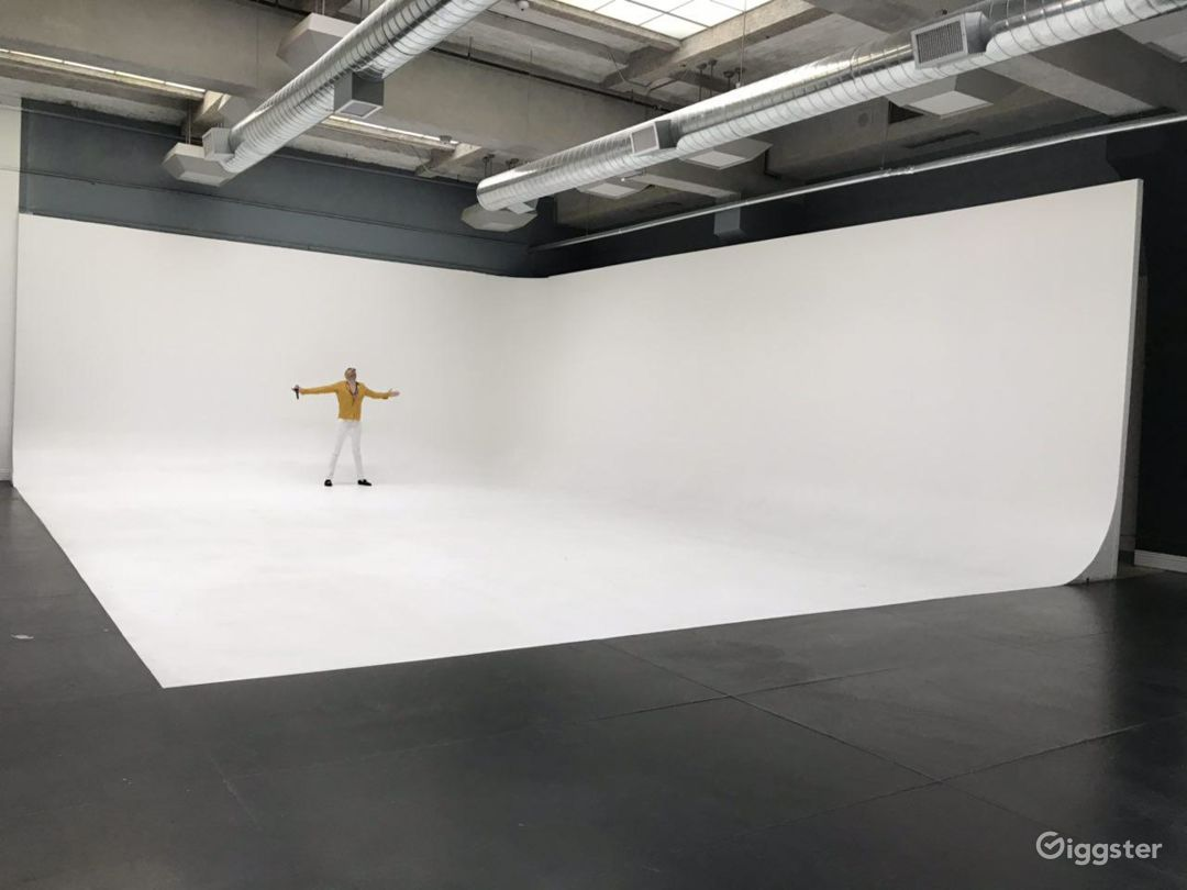 25' ceiling, 40' x 50' white cyc studio space with wraps around corner