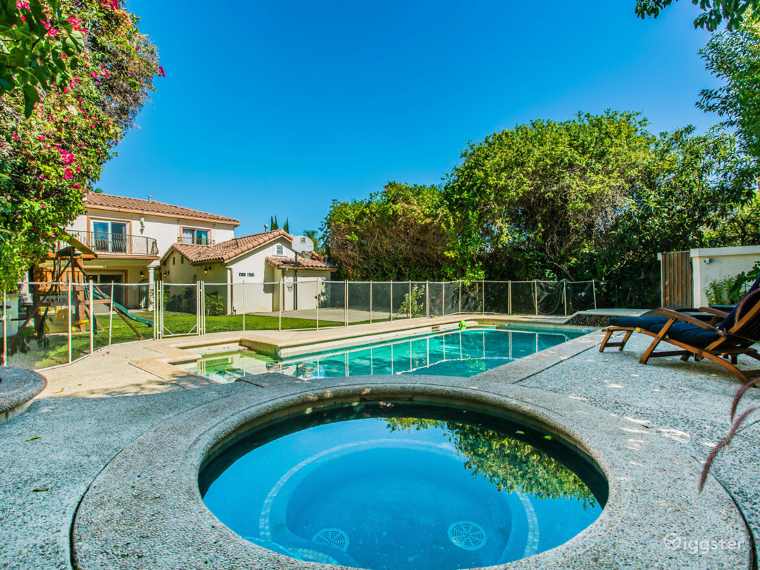 Backyard with BBQ, Kids playground and Heated Pool/Jacuzzi