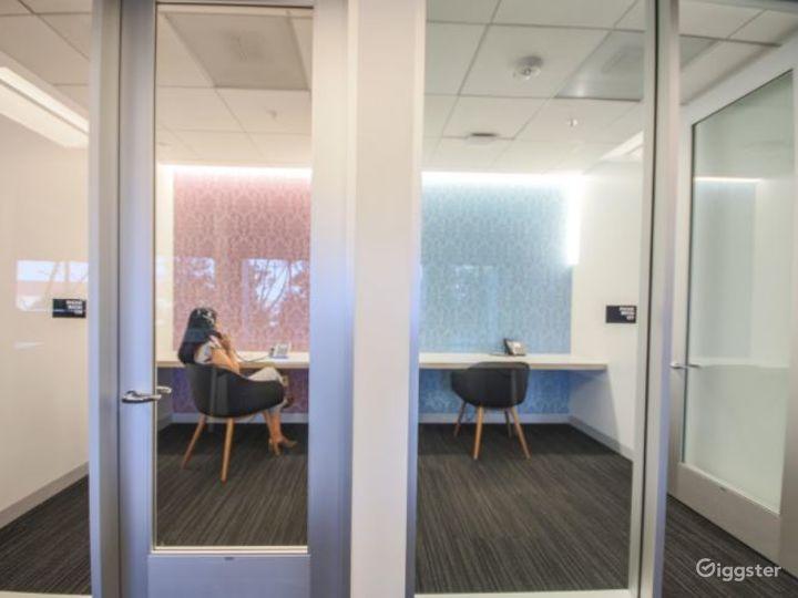 Creative Dedicated Hot Desk  Photo 2