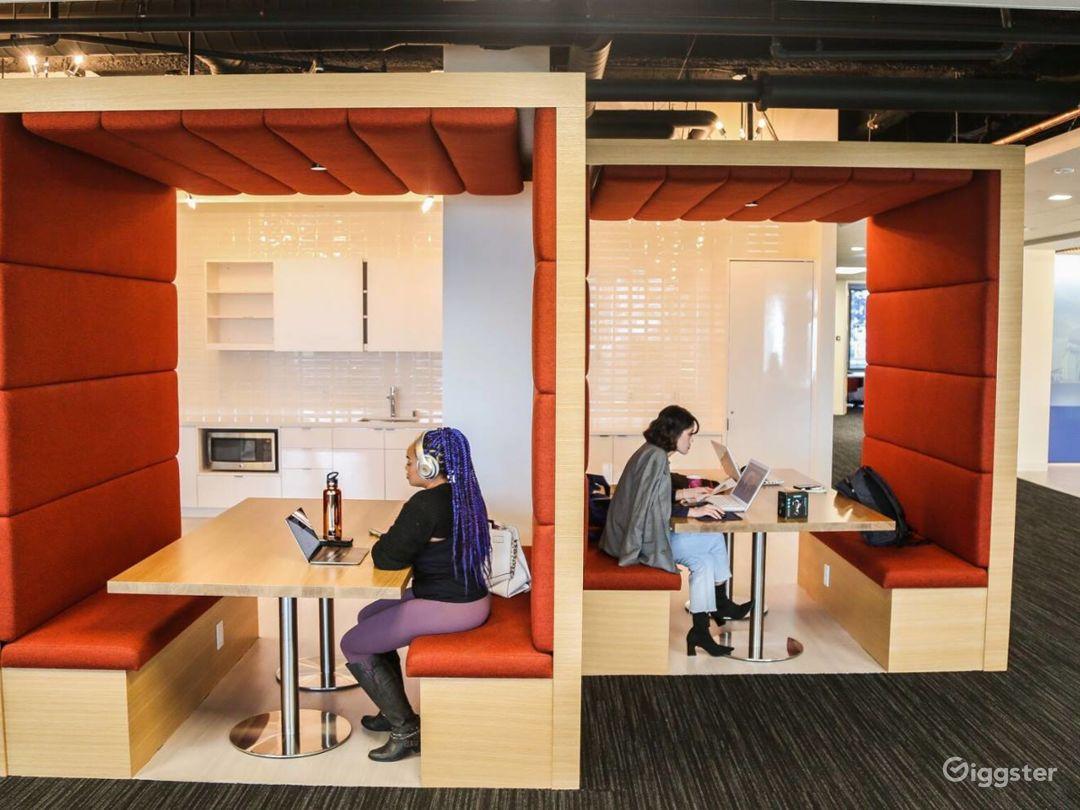 Creative Dedicated Hot Desk  Photo 1