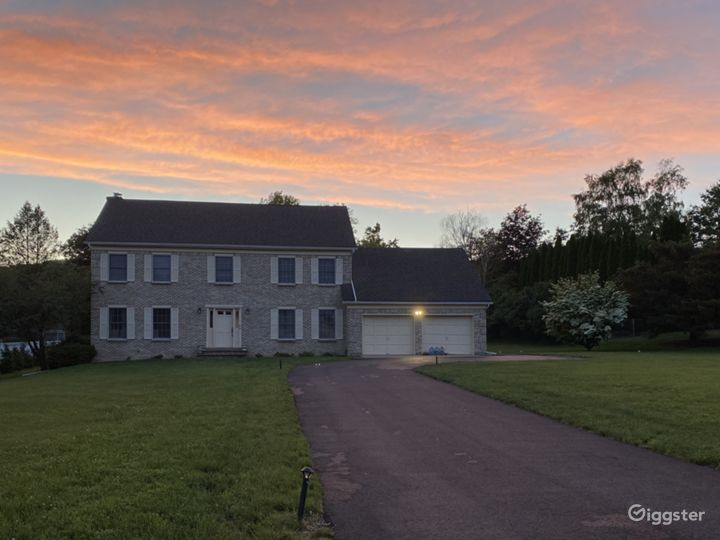 Oversized Colonial home over 3000 SQ FT Photo 4