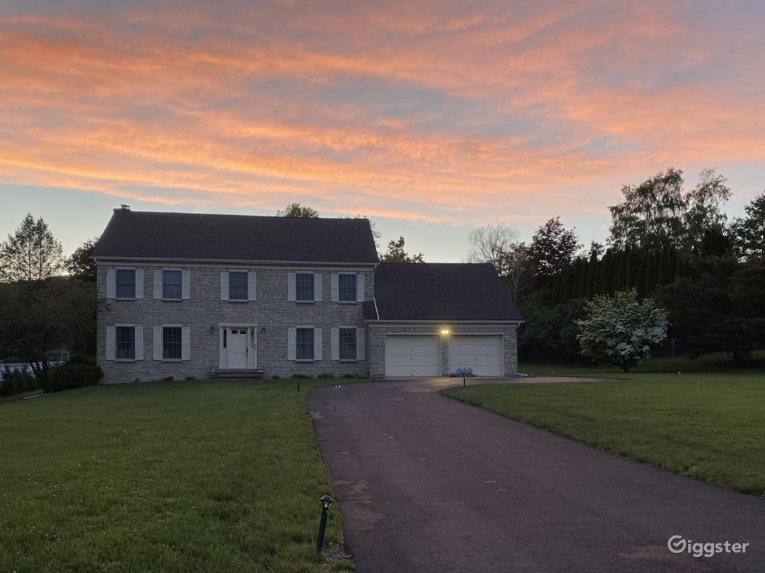 Oversized Colonial home over 3000 SQ FT Photo 1