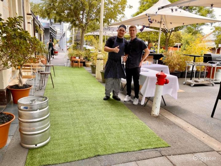 Outdoor Restaurant and Pub for Casual Dining Photo 5