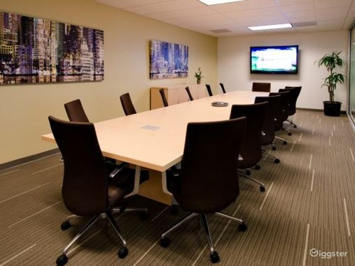 Chic Conference Room Photo 3
