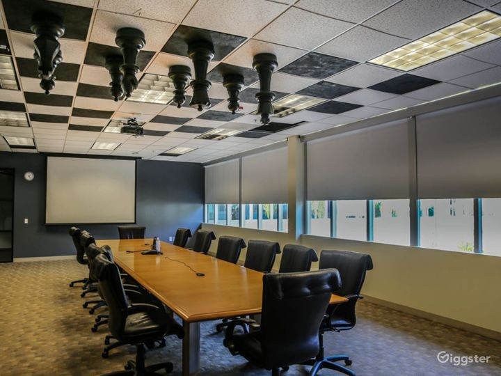 Chic Conference Room Photo 2
