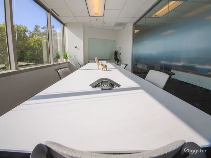 Chic Conference Room Photo 4