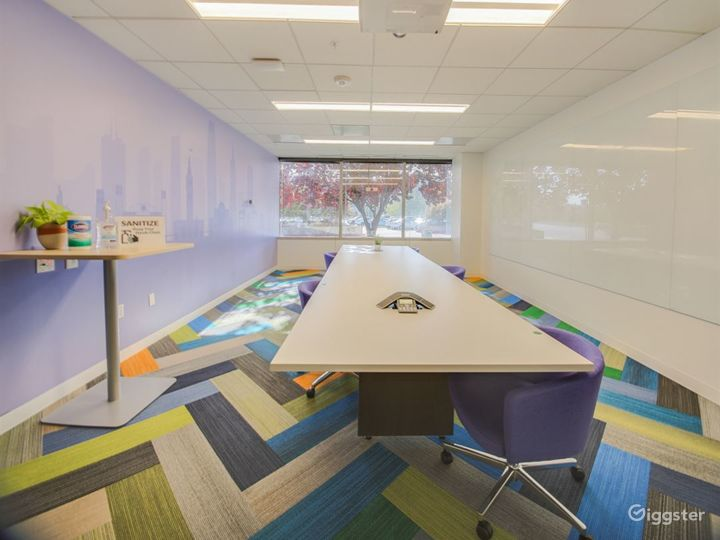 Chic Conference Room Photo 5