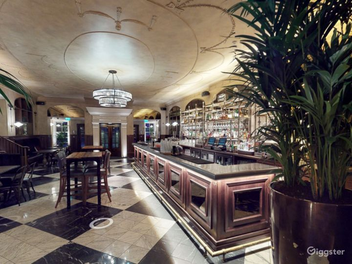 Scottish Elegant Bar in Edinburgh Photo 5