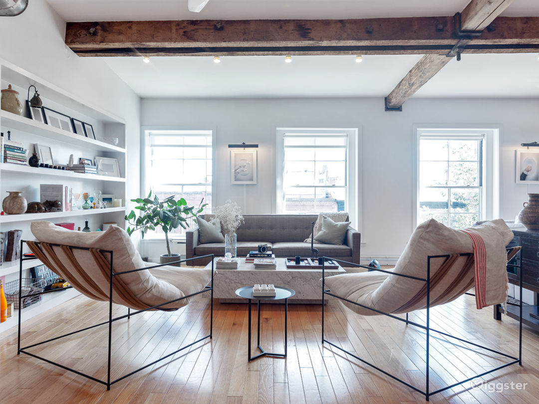 Massive loft space with exposed beams and exposed  Photo 2