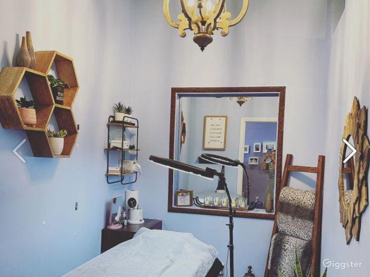 Relaxing and Cozy Brow Studio Photo 3