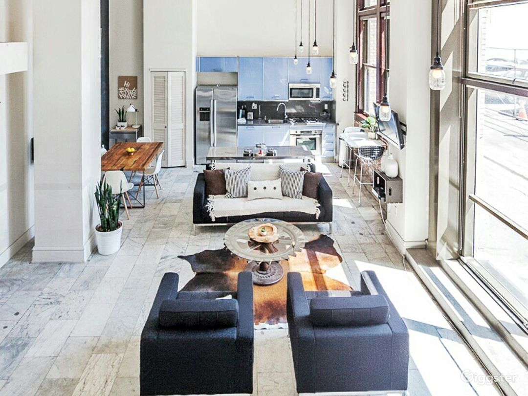 Sundrenched Bi-level Loft In The Heart of DTLA Photo 1