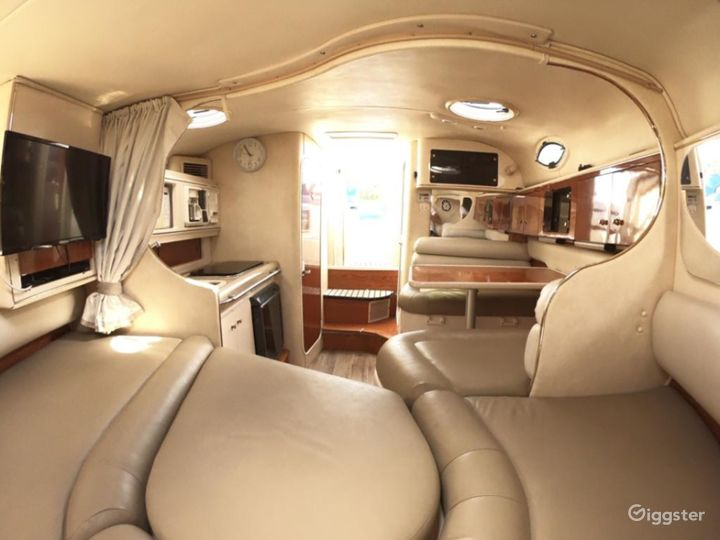 Lovely 32ft Monterey Party Boat Space Events Photo 4