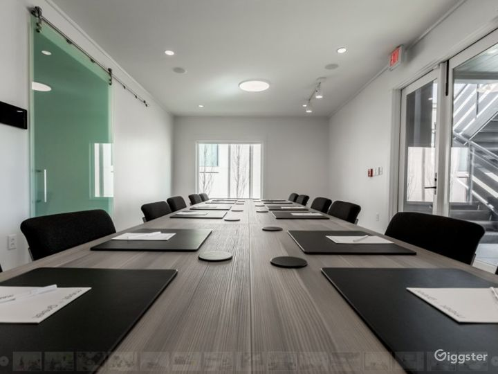 VIP - Large Room with Natural Light in Nashville Photo 2