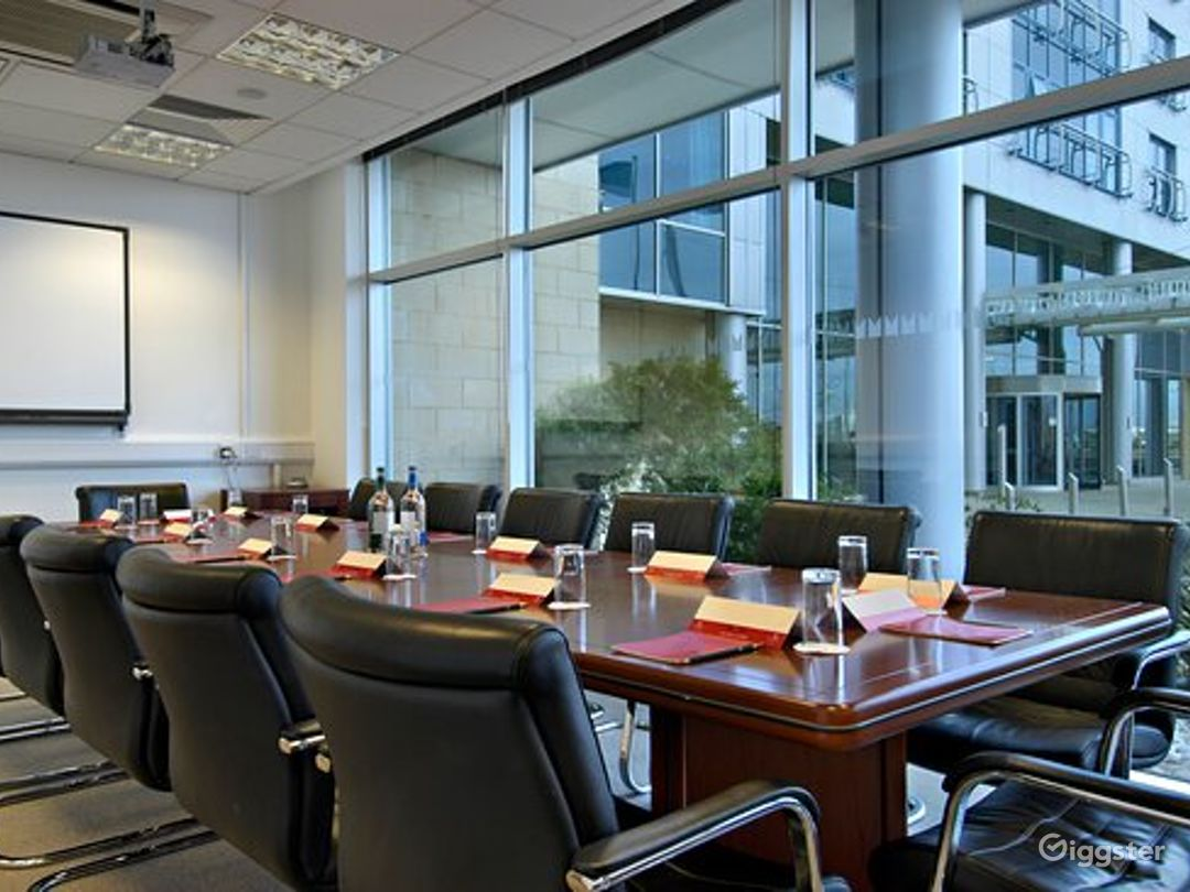 Luxury Boardroom in Reading Photo 1
