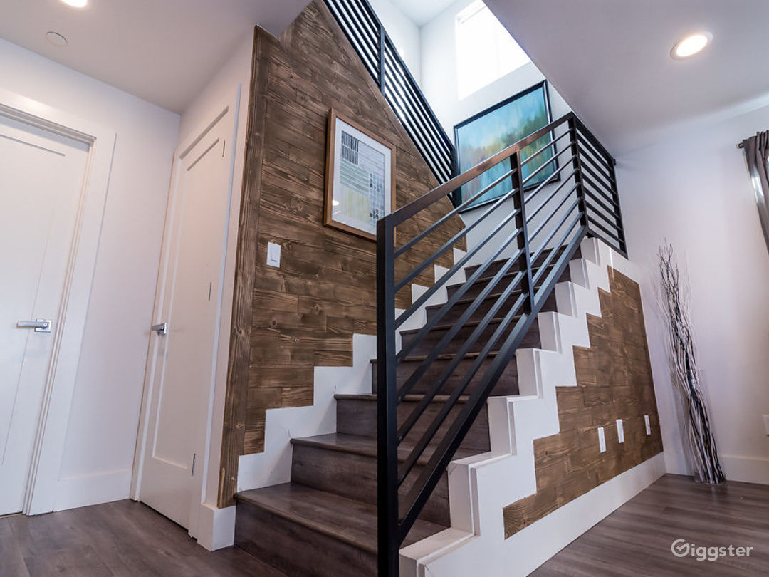 Modern Two Story House in North Hollywood Photo 5