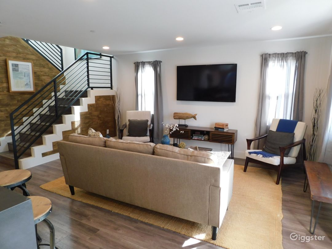 Modern Two Story House in North Hollywood Photo 1