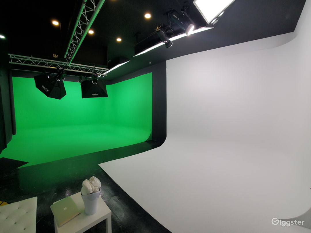 Green Screen and White CYC Studio in Brooklyn Photo 1