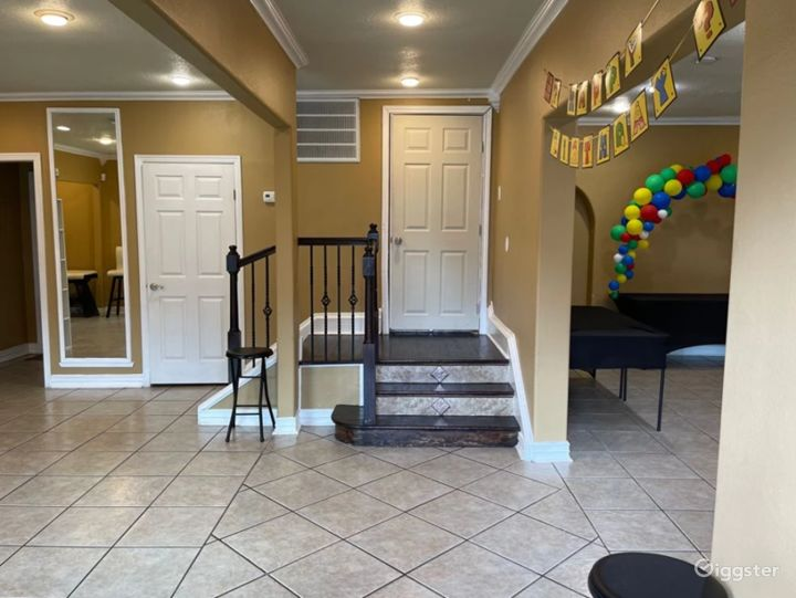 Fun and Perfect Party House Venue in Central Houston Photo 4