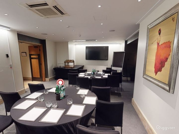Superb  Private Room 5 in Leicester Square, London Photo 4