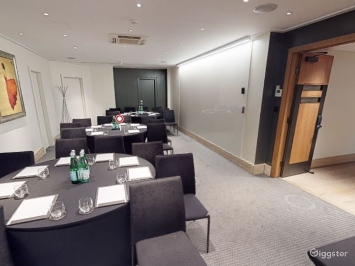 Superb  Private Room 5 in Leicester Square, London Photo 5