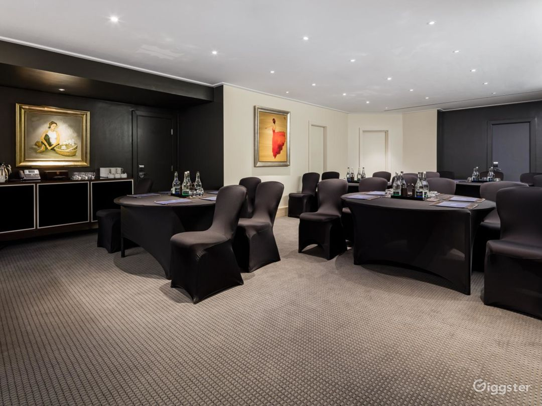 Superb  Private Room 5 in Leicester Square, London Photo 1