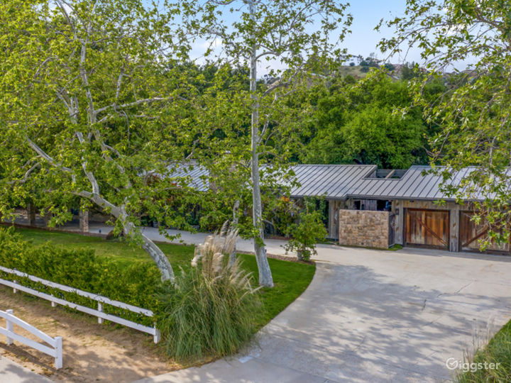 Canyon Ranch house with equestrian barn. Photo 5