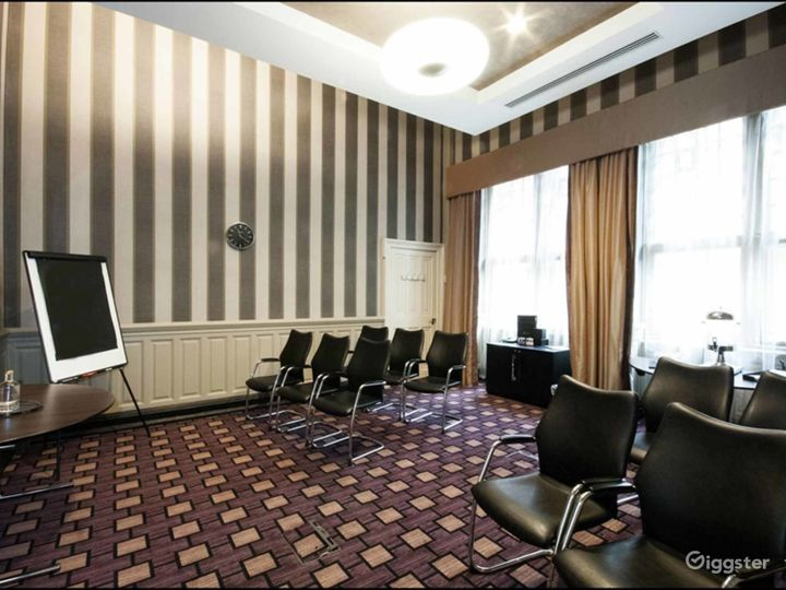 Queen Elizabeth Room in Glasgow Photo 3