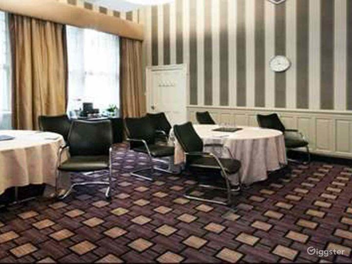 Queen Elizabeth Room in Glasgow Photo 5