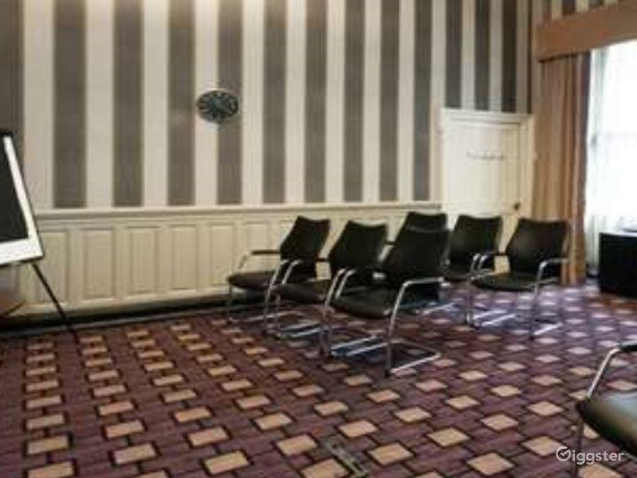 Queen Elizabeth Room in Glasgow Photo 2