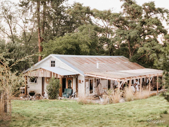 Restored sheep barn with Swedish fireplace and (new) rustic outdoor shower. Party; shower; wedding; music venue