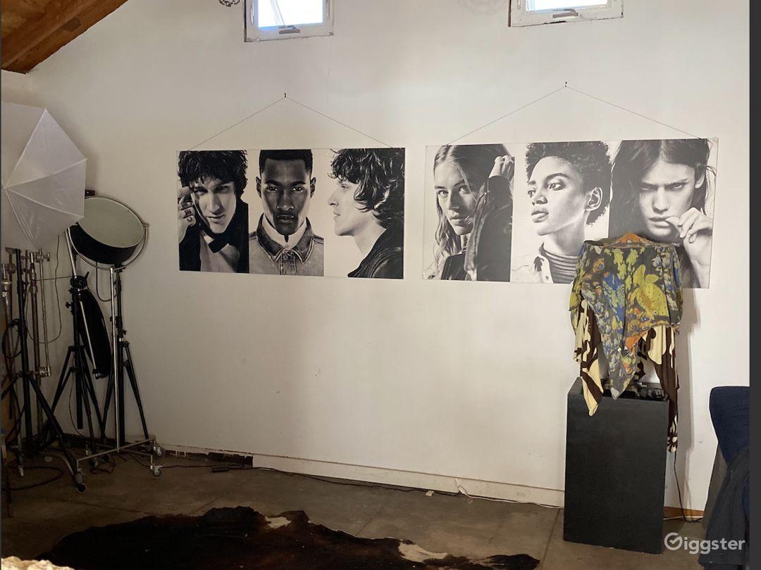 Art Gallery Scene.. Photo Studio