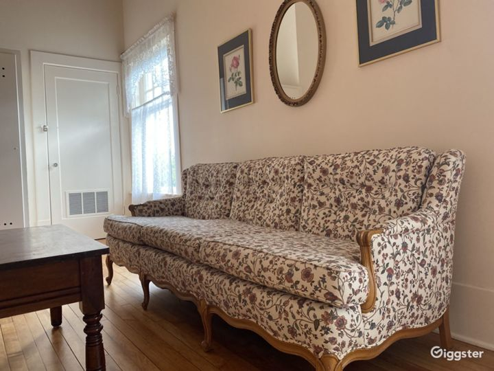 Vintage Upstairs Parlor in Downtown Olympia Photo 2