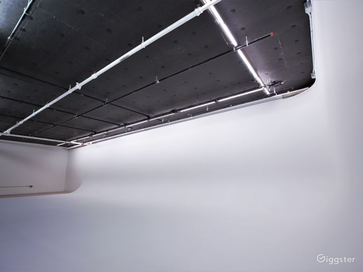 50' White Cyc' Stage located in Chelsea, Manhattan Photo 5