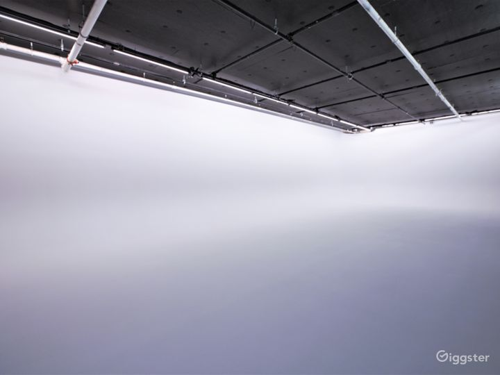 50' White Cyc' Stage located in Chelsea, Manhattan Photo 3