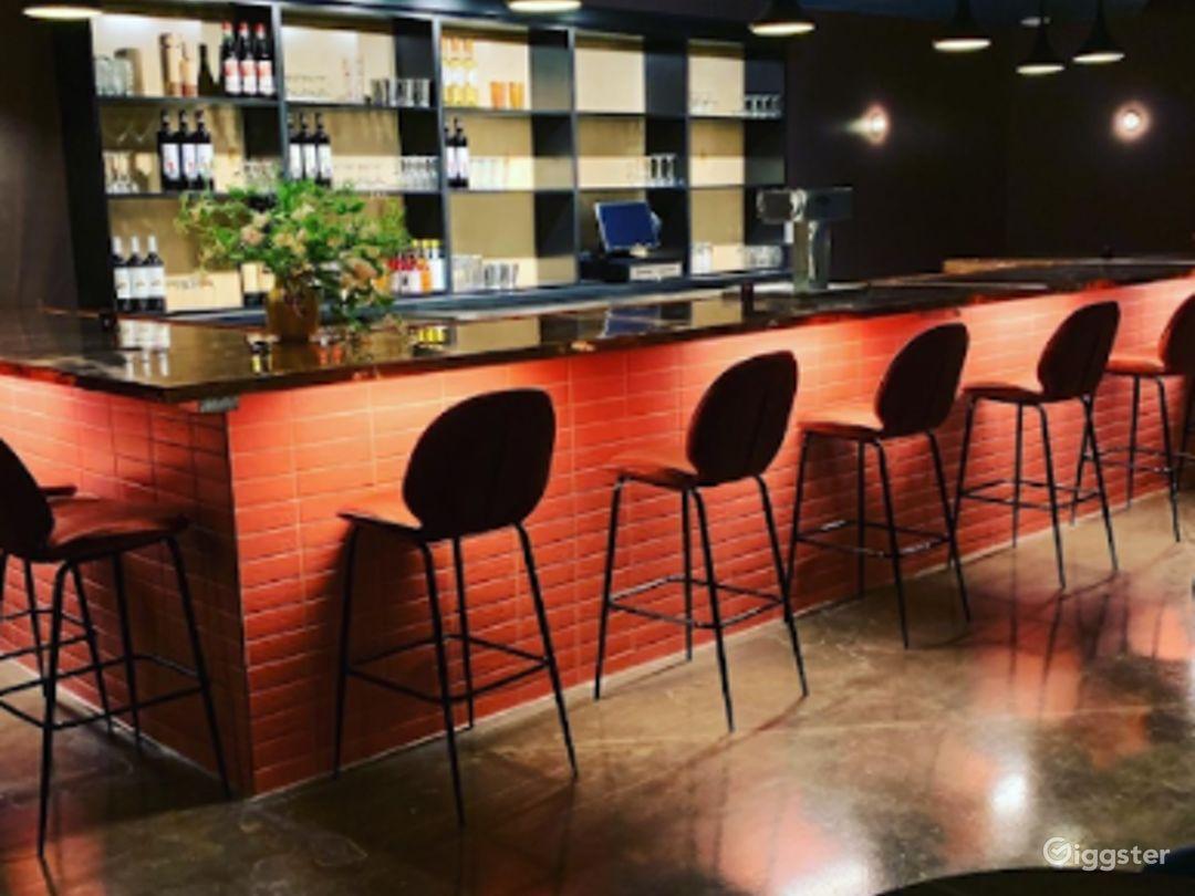 Elegant Lounge in Durham Photo 1