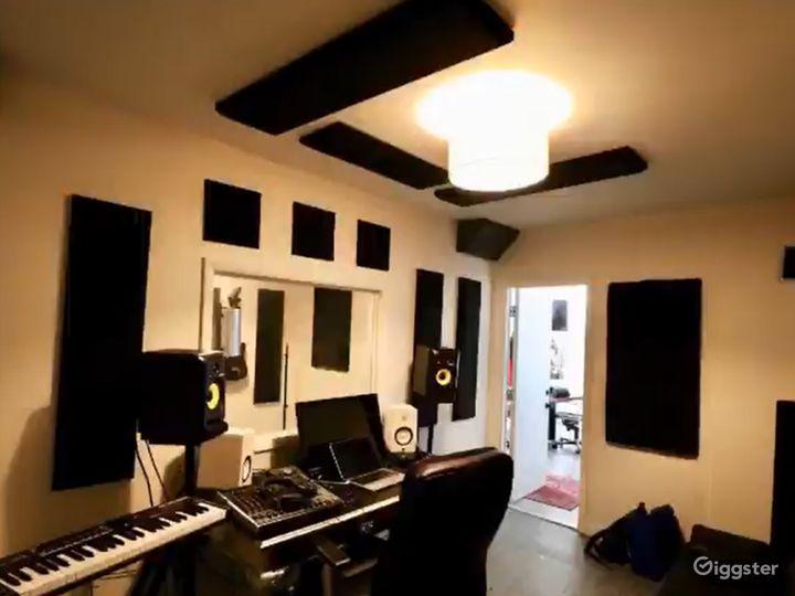 Fully Equipped Recording Studio in Miami Photo 3