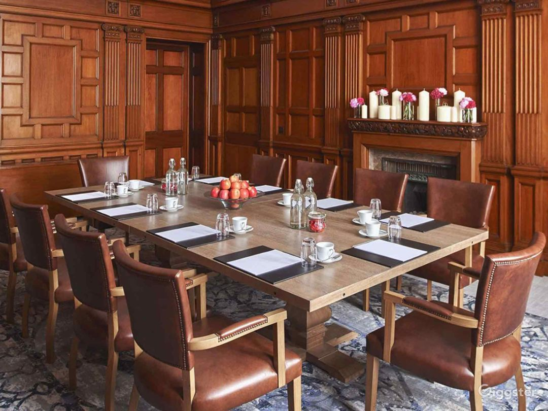 Oak-paneled Boardroom in Manchester Photo 1