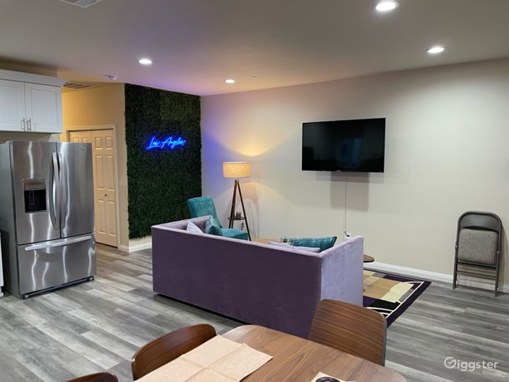 3bd 2ba Teal & Lavender home with Greenwall Photo 2