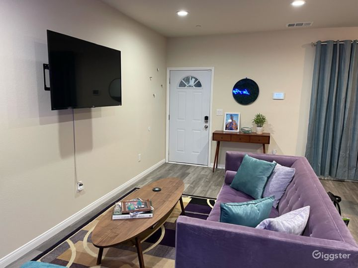 3bd 2ba Teal & Lavender home with Greenwall Photo 5